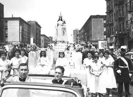 The Madonna Feast of Mt. Carmel, NYC, 1954. Source: http://bit.ly/1L6jkRP.