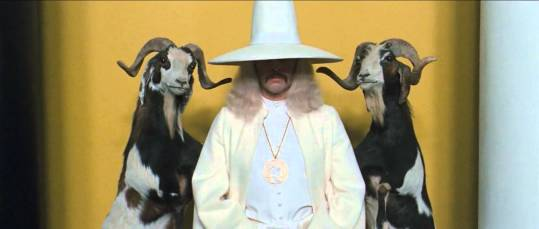 A still shot of Alejandro Jodorowsky in costume as the Alchemist from The Holy Mountain. Source: http://bit.ly/1JPQxmf.